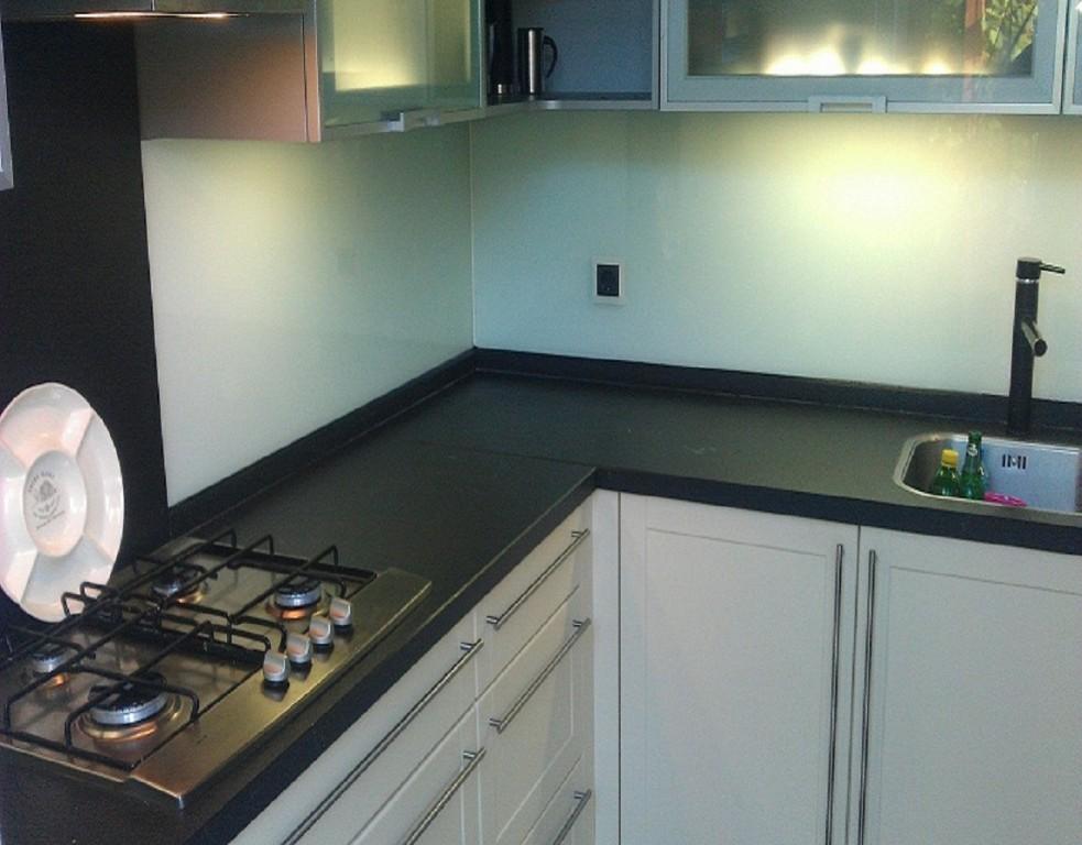 glaswand keuken. Black Bedroom Furniture Sets. Home Design Ideas
